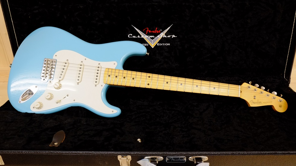 Fender Custom Shop Total Tone 56 Stratocaster Closet Classic 鮮やかなダフネブルーが目を引きます。