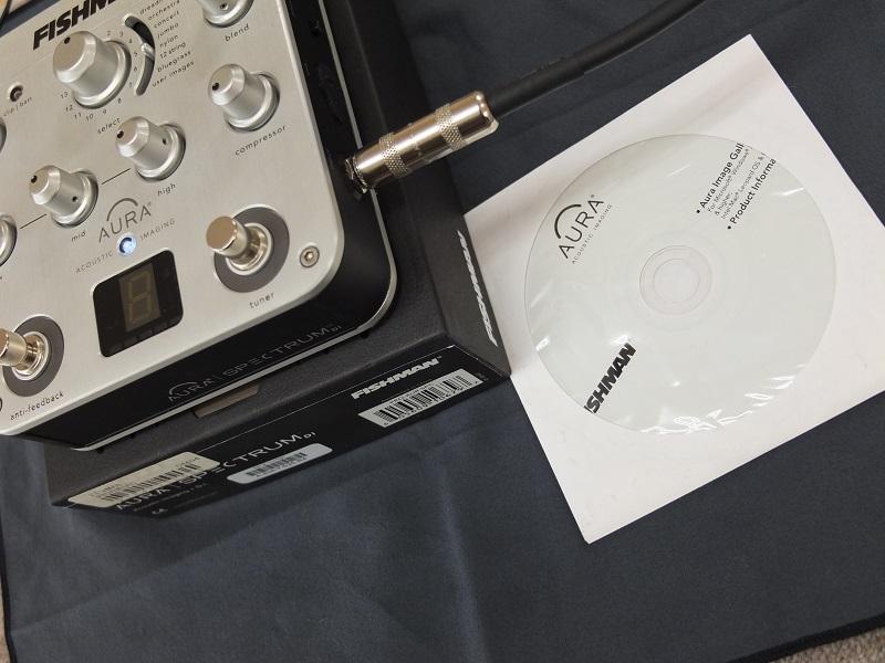外箱、CD、USBケーブルが付属。