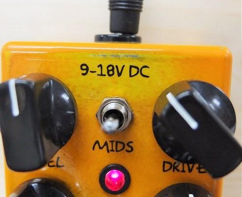 電池の他、DCアダプターで電源供給。18V駆動も可能。