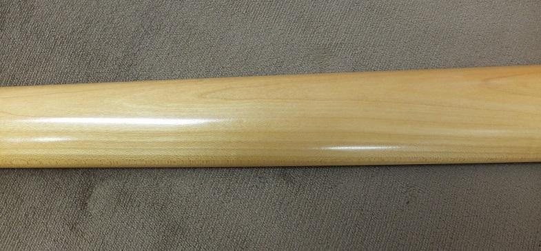 綺麗な木目のメイプルネックは標準的なCシェイプ。