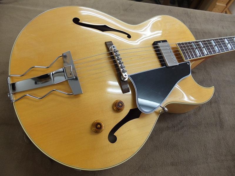 ボディトップ。小傷はありますが、製造から10年経過しているギターとしては綺麗な状態かと思います。