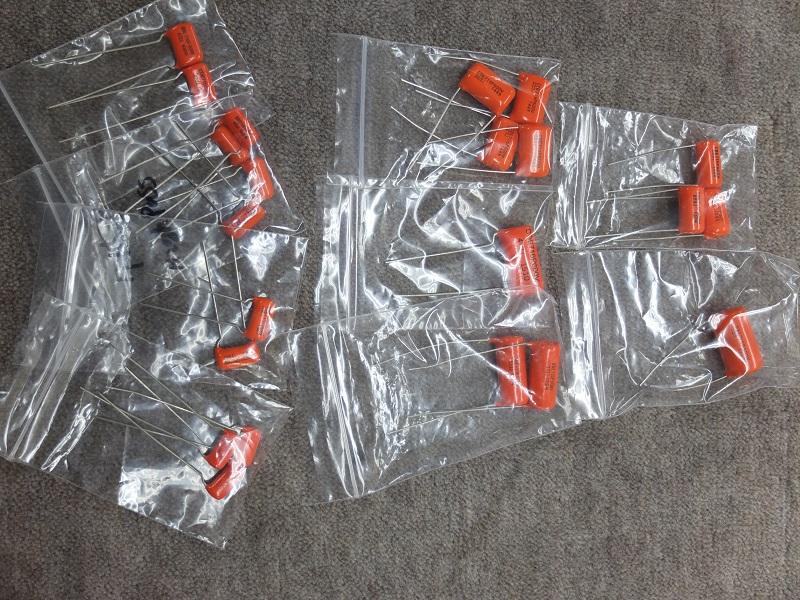 オレンジドロップ。715Pとその上位機種の716Pを中心に各容量を揃えています。ハイパスに使用できる小容量のものも用意。