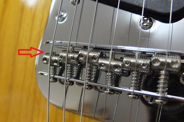 6弦のオクターブビスはビス先端が弦に干渉しやすいので短いタイプに交換。(オリジナルも付属。)