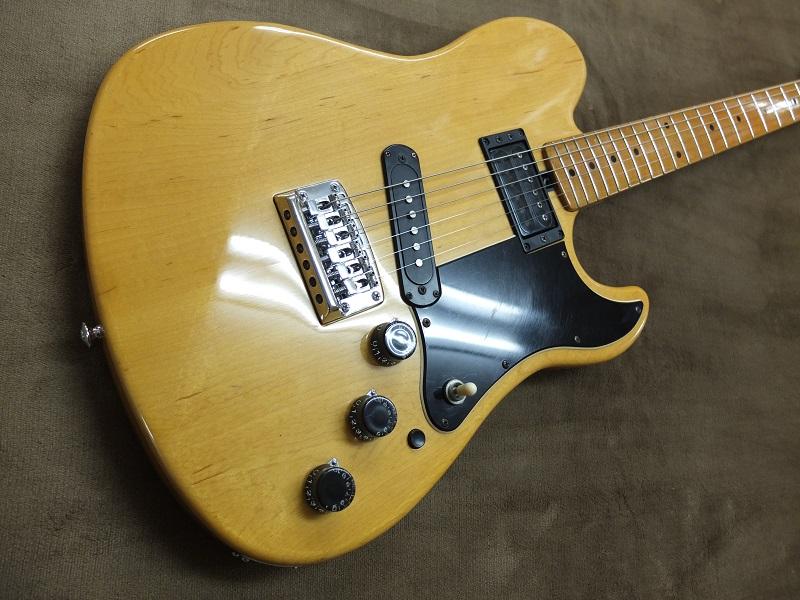 ボディトップ。いくつかの傷、打痕などはありますが、30年以上経過したギターとしては綺麗な状態だと思います。
