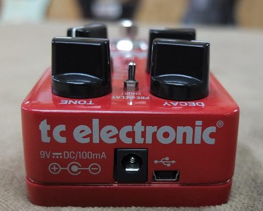 電源のとなりのUSB経由で新たなサウンドをインストールするTone Print。